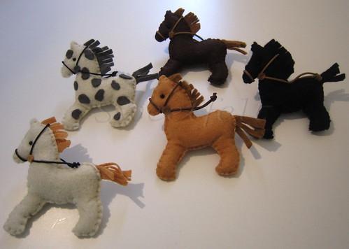♥♥♥ Pregadeiras cavalinhos para as meninas da equitação... by sweetfelt \ ideias em feltro