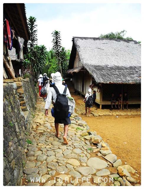 berjalan menuju desa baduy