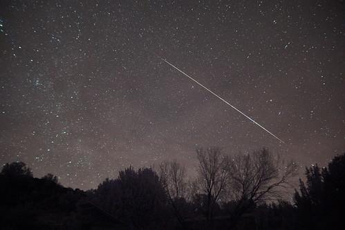 [フリー画像素材] 自然風景, 空, 夜空, 星, 流星・流れ星, 風景 - アメリカ合衆国, ふたご座流星群 ID:201212191600