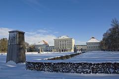 Schloss Nymphenburg - Blick  vom Schlosspark auf das Schloss im Winter