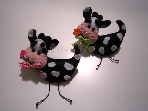 ♥♥♥ Vaquinhas pregadeiras, para uma menina que gosta muito delas ... by sweetfelt \ ideias em feltro