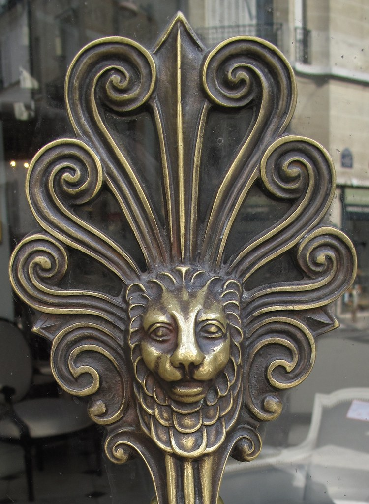 Paris lion handle small