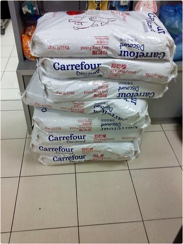 「需要物資」台南再度住進安寧病房,無米可炊的林姐狗場108隻浪狗斷糧~需要物資更需要認養~謝謝您~20121227