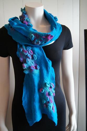 sjaal met relief wolzijde vlies by ViltAtelier BodyFlower