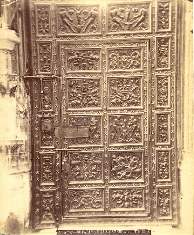 Un detalle de la Catedral hacia 1875. Fotografía de Casiano Alguacil © Museo del Traje. Centro de Investigación del Patrimonio Etnológico. Ministerio de Educación, Cultura y Deporte