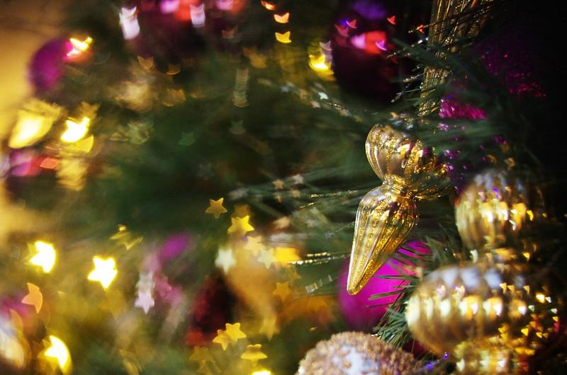 星星和心心遮色片下的聖誕燈飾