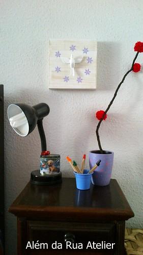 Tela com divino e vaso decorado