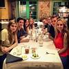 Logan jantando com amigos