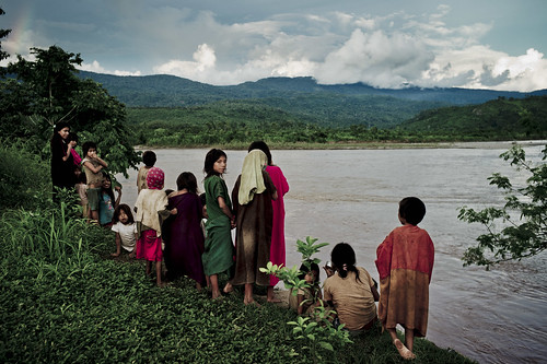 Ashaninka Children Watch the Ene River