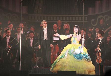 130121(1) – 「水樹奈奈」睽違2年之交響樂演唱會《LIVE GRACE 2013 -OPUSⅡ-》安可彈豎琴、感動數萬人! (2/7)