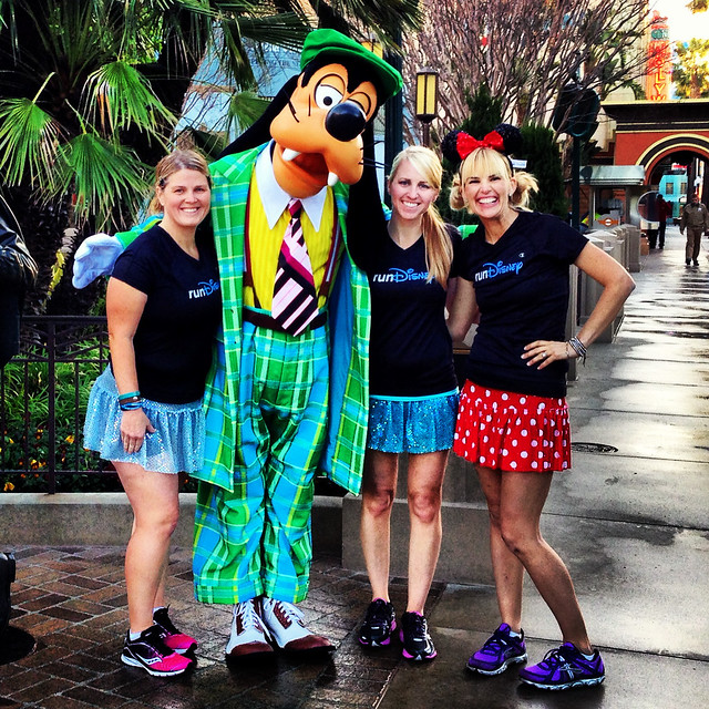 Julie, Goofy, Casey, and Kelly. Photo via @caseyruns