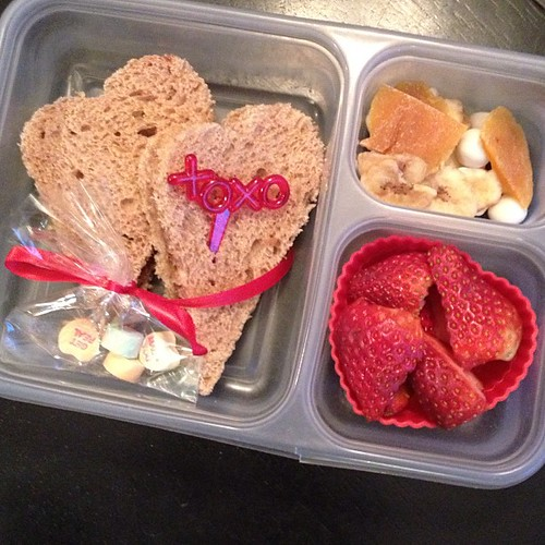 Valentine's lunch - heart PB&J, strawberries, dried fruit and conversation hearts #kidslunch #whatsforlunch #valentinesday #simplysweetscakestudio