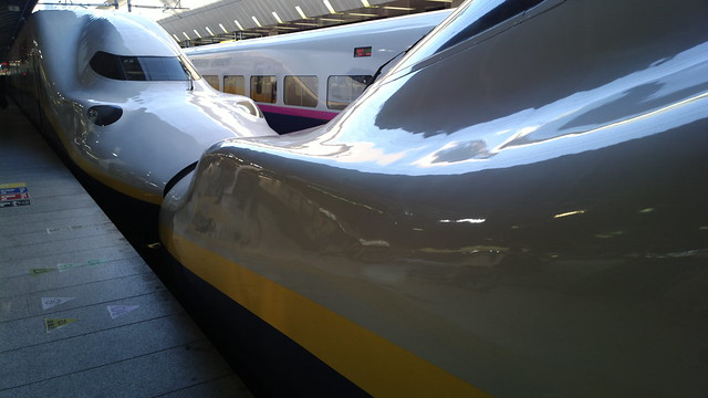 Shinkansen (Bullet train) kissing