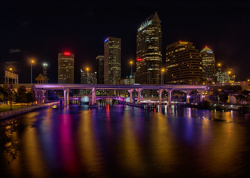 christmas reflection skyline tampa effects florida beercan hdr hillsboroughriver lightsontampa sykesbuilding eventsholidays plattstreetbridge agualuces oloneo rivergatebuilding