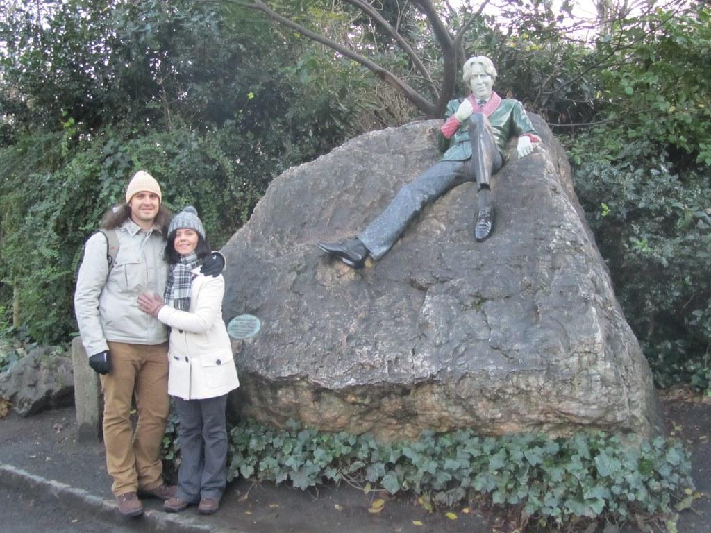 Oscar Wilde on the rocks