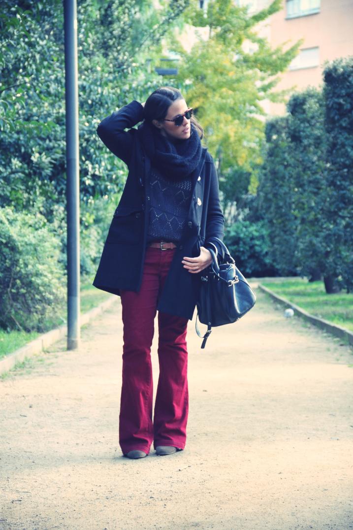 Look trenka + burgundy pants