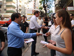 dep.Ronaldo e dep.Ernani Polo entregando panfletos no centro de POrto Alegre