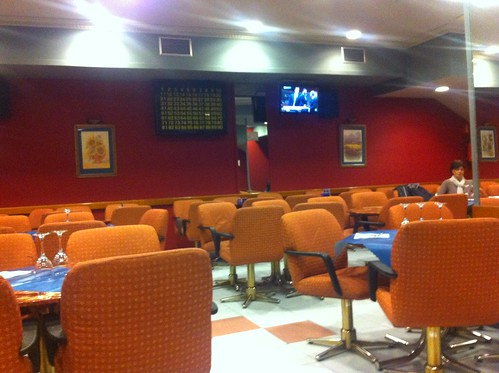 No es un restaurante pero dan Comidas. BINGO JARDINES, BILBAO by LaVisitaComunicacion