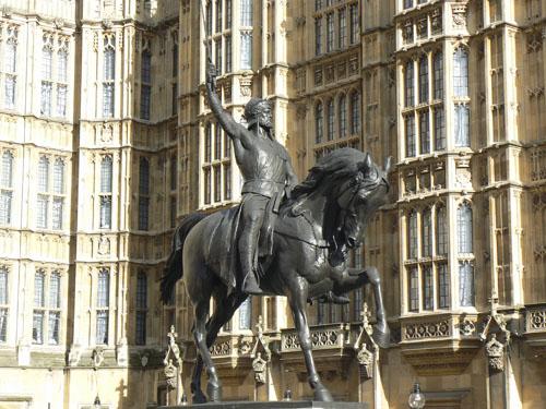 Richard Ier coeur de lion devant le parlement.jpg