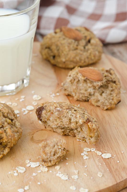Вафли, манник, овсяное печенье и два рецепта с нутом oatmeal raisin cookies and milk_