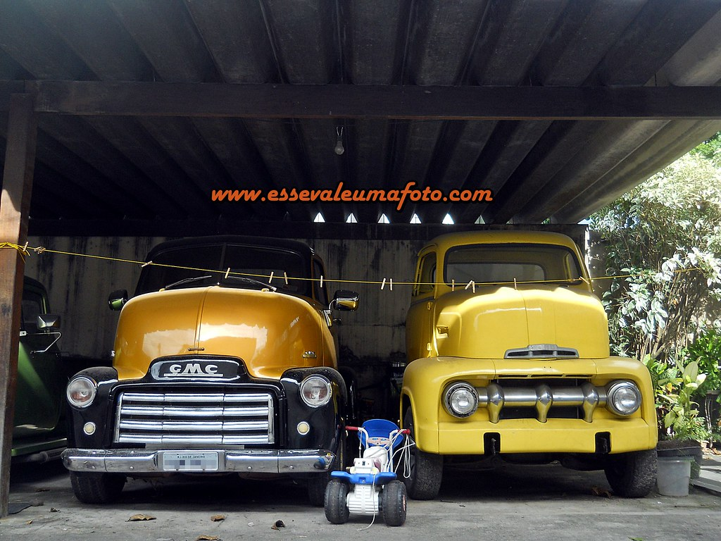 48 GMC COE http://www.essevaleumafoto.com/2012/12/ford-coupe-1947-ford
