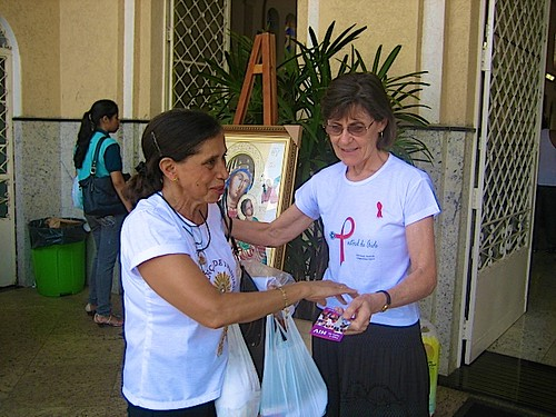 Margaret distributes pamphlet with information  about HIV /AIDS. The message encourages early diagnosis of the Aids virus