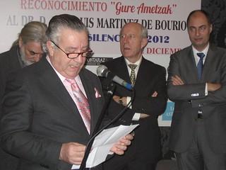 Martínez Bourio pronuncia unas palabras de agradecimiento, en presencia de algunos miembros del Jurado.