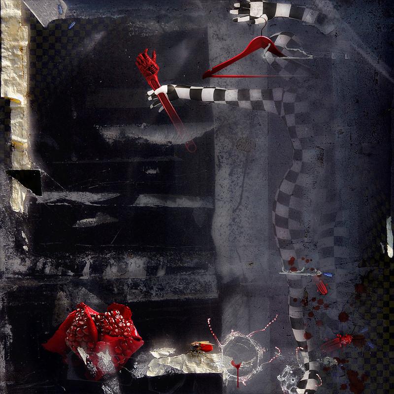 through the nothing-glass . . (rêve méditatif causé par le souffle du vide médian sur une rose-grenade deux nanopixels avant l'envol paranoïaque-métempsychocritique de Salvador Dalí)