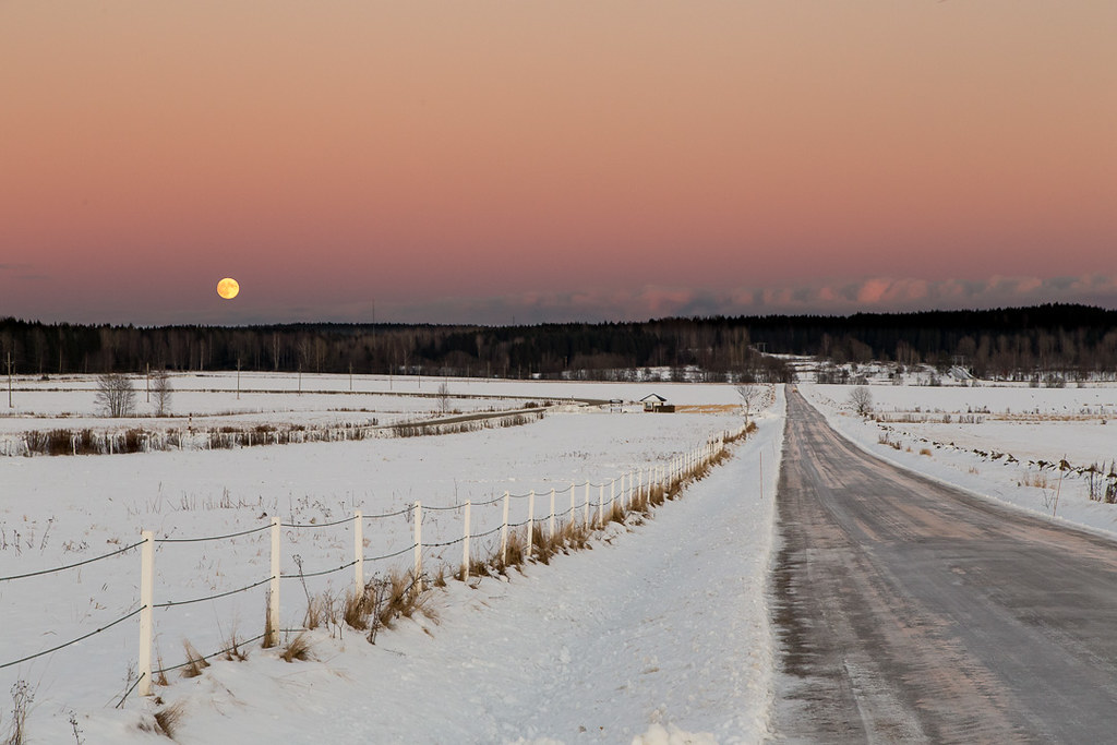 a low light high ISO photo taken by wimi_karlstad with a Canon EOS 6D on Dec 27, 2012