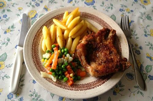 Schweinekotelett, Buttergemüse & Schupfnudeln / Portk chop, vegetables & potato noodles