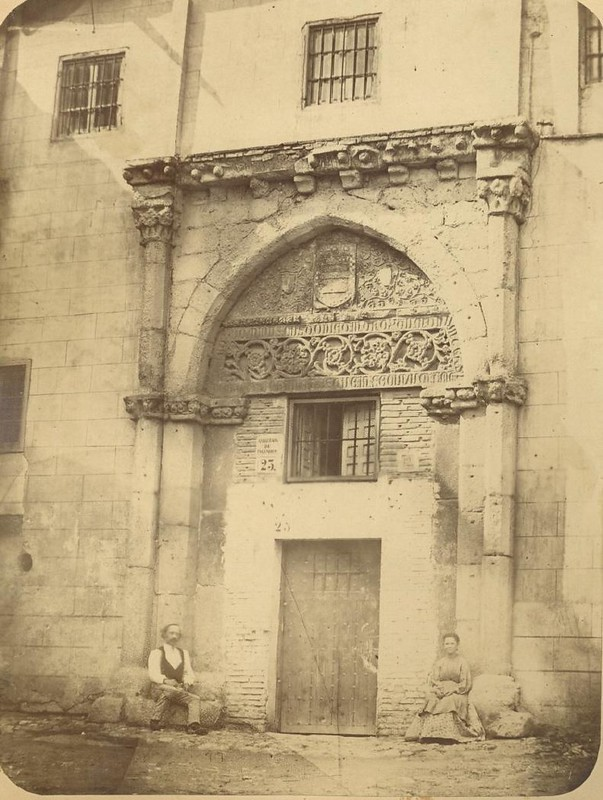 Portada del Palacio de los Toledo hacia 1875. Fotografía de Casiano Alguacil © Museo del Traje. Centro de Investigación del Patrimonio Etnológico. Ministerio de Educación, Cultura y Deporte