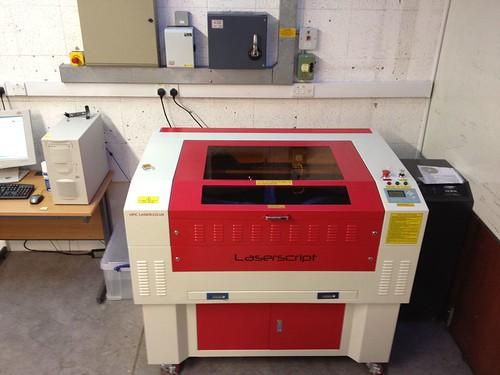 800px-Makespace-laser-cutter