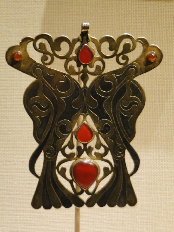 01 7dec12_5001 pectoral ornament birdsTurkmen jewelryMetropolitan Museum ofArt
