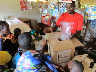 Retailer exchanges Kit Yamoyos for vouchers from mothers