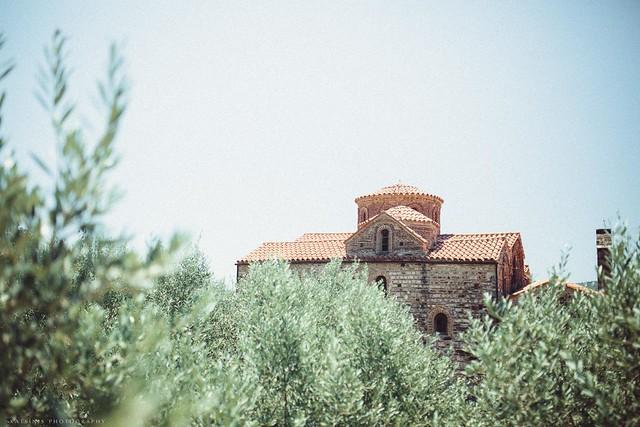 Крещение в древней церкви в городе Арта (Греция)
