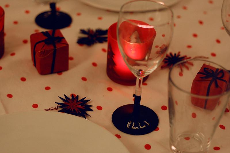 türchen 21: weingläser mit tafelfarbe für den weihnachtstisch
