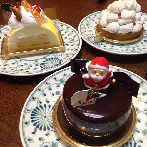 今年三回目のクリスマスケーキ。これにて今年は打ち止めでございます。