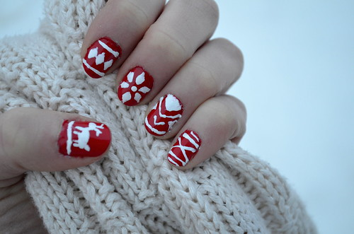 ChristmasNails1