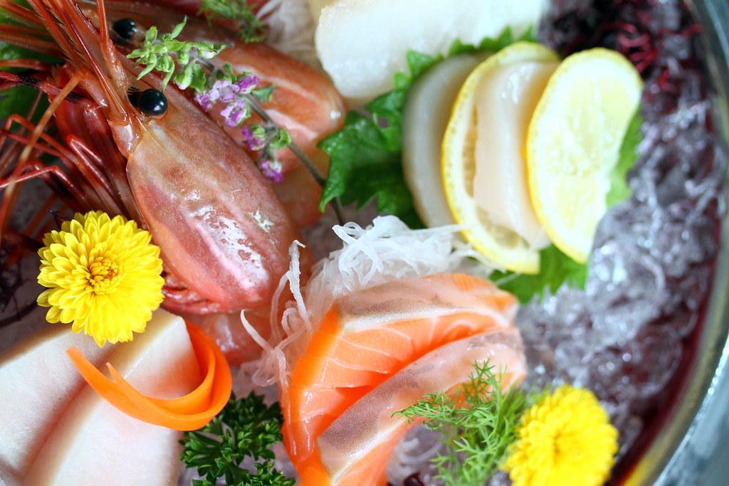 寿司航空寿司吧新鲜可口的生鱼片特写镜头