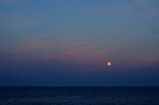 Moon rising from Candás, Asturias