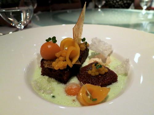'Peranakan' mango cake