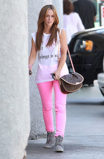 Jennifer Love Hewitt Wedge Sneakers Celebrity Style Women's Fashion