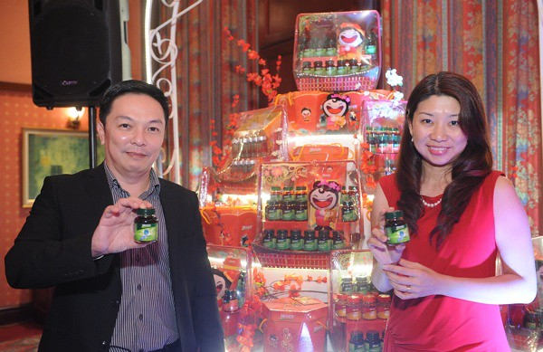 Mr. Koh Joo Siang and Ms. Carmen Liew posing at the Launch of BRAND'S HaHa CNY Campaign
