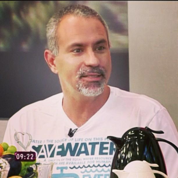 Lawrence Wahba vestindo FUSS no programa Mais Você (Globo).