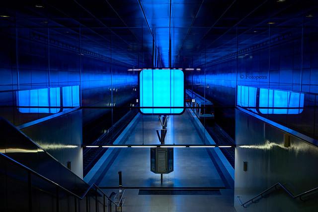 Bahnhof in blau