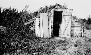 Isaac Sukanick's root cellar, Edenbridge, Saskatchewan / La cave à légumes d'Isaac Sukanick, à Edenbridge, en Saskatchewan
