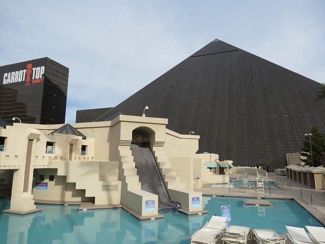 Swimming pool at luxor hotel and casino flickr photo - Luxor hotel las vegas swimming pool ...