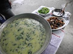 家人團聚時才會吃的搖搖飯,簡單的食材加上超費時的用心做成。