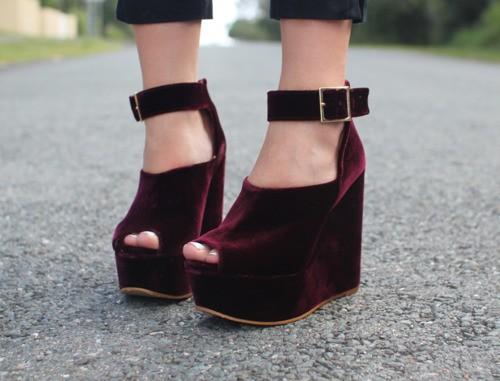 burgundy_velvet_wedges-street style