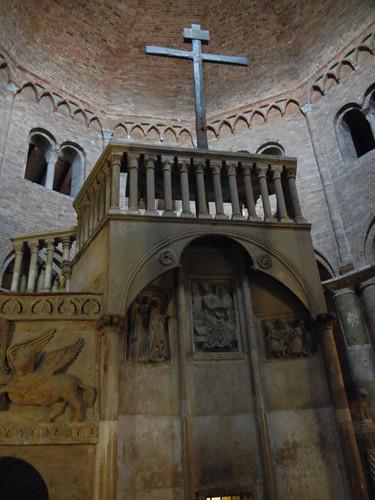 DSCN4858 _ Basilica Santuario Santo Stefano, Bologna, 18 October